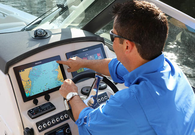 Raymarine Axiom 7 on a speedboat and men with blue shirt